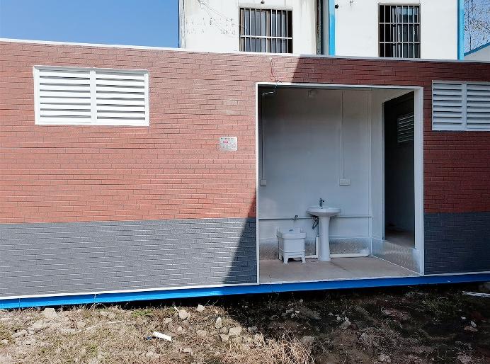 豪华集装箱厕所